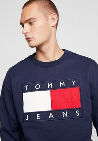 Tommy Jeans - FLAG CREW - Sweatshirt - black iris - 3