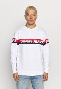 Tommy Jeans - BAND LOGO CREW - Sweatshirt - white - 0