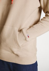 Tommy Jeans - CAMO HOODIE - Hoodie - stone - 3