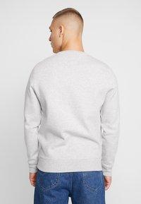 Tommy Jeans - NOVEL LOGO CREW - Sweatshirt - light grey heatherr - 2