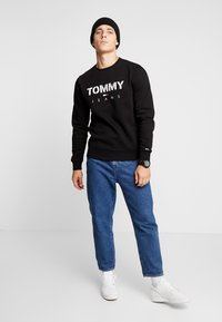 Tommy Jeans - NOVEL LOGO CREW - Felpa - black - 1