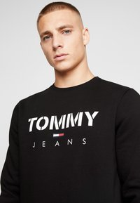 Tommy Jeans - NOVEL LOGO CREW - Felpa - black - 3