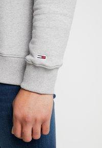 Tommy Jeans - FLAG PANEL - Sweatshirt - light grey - 4