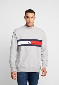 Tommy Jeans - FLAG PANEL - Sweatshirt - light grey - 0