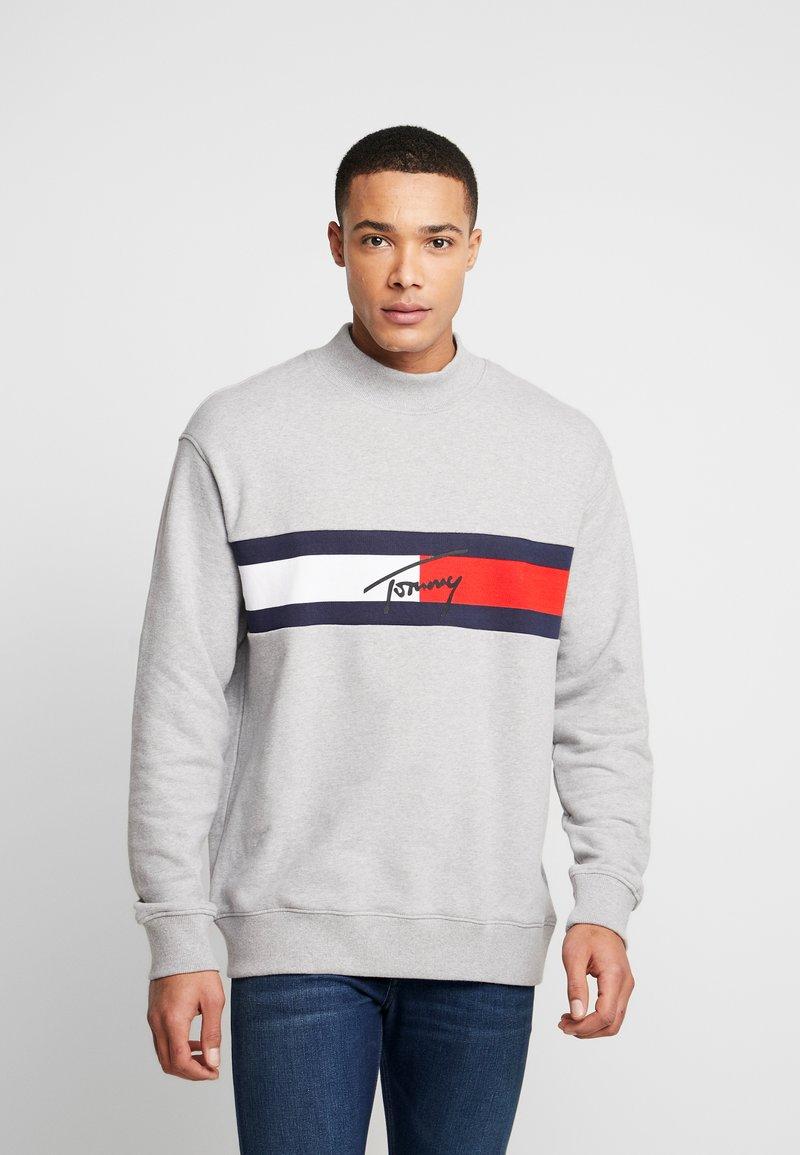 Tommy Jeans - FLAG PANEL - Sweatshirt - light grey