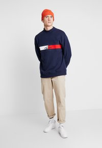 Tommy Jeans - FLAG PANEL - Sweatshirt - black iris - 1