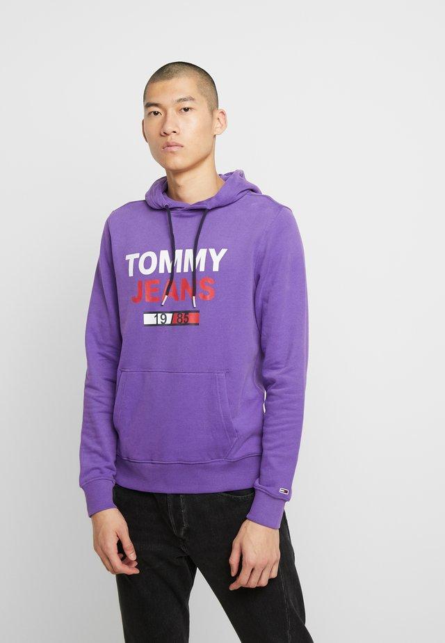 TJM ESSENTIAL GRAPHIC HOODIE - Hættetrøjer - royal purple