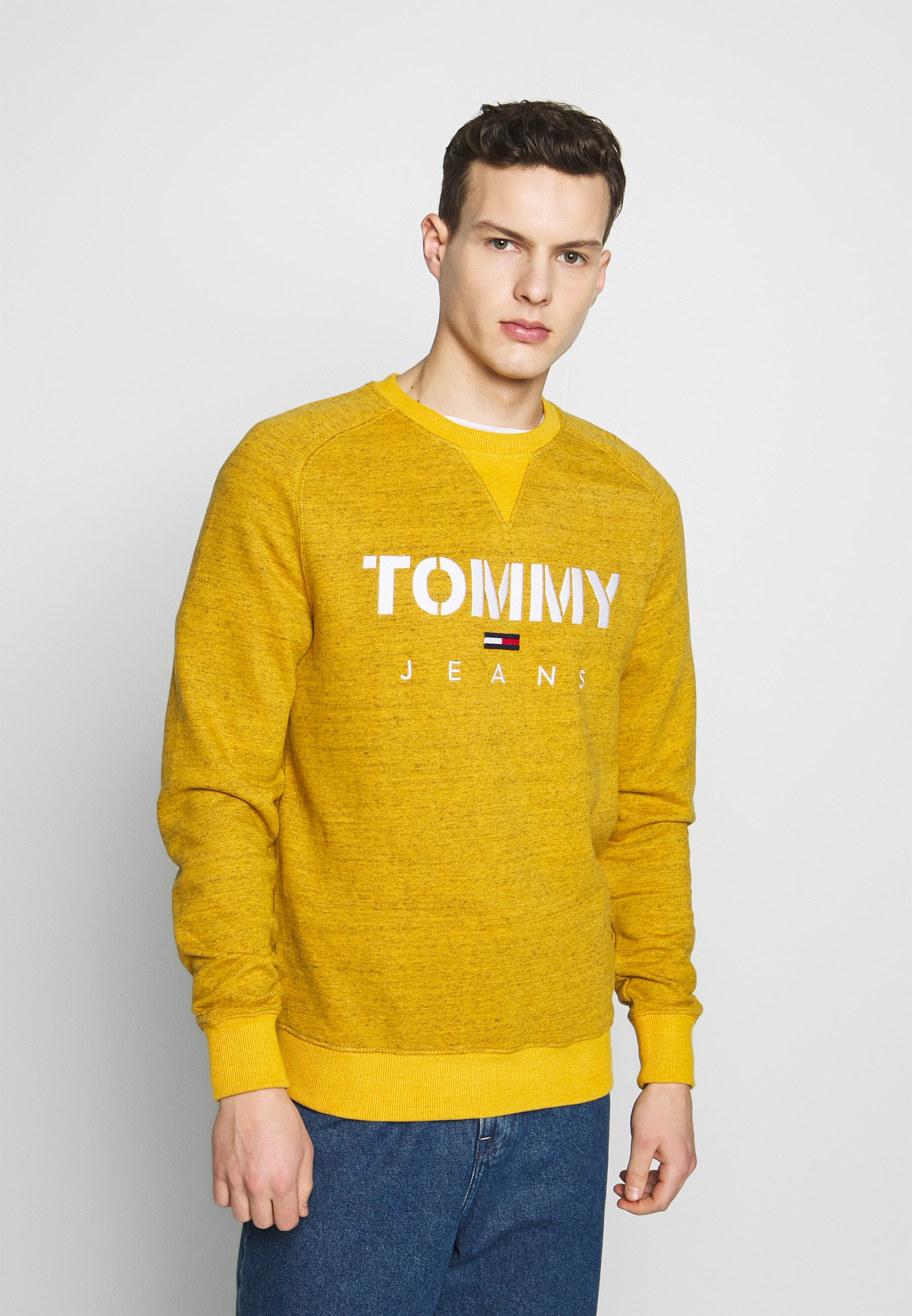 Tommy Jeans CREW - Bluza - golden glow