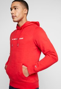 Tommy Jeans - STRAIGHT SMALL LOGO HOODIE - Hoodie - racing red - 3