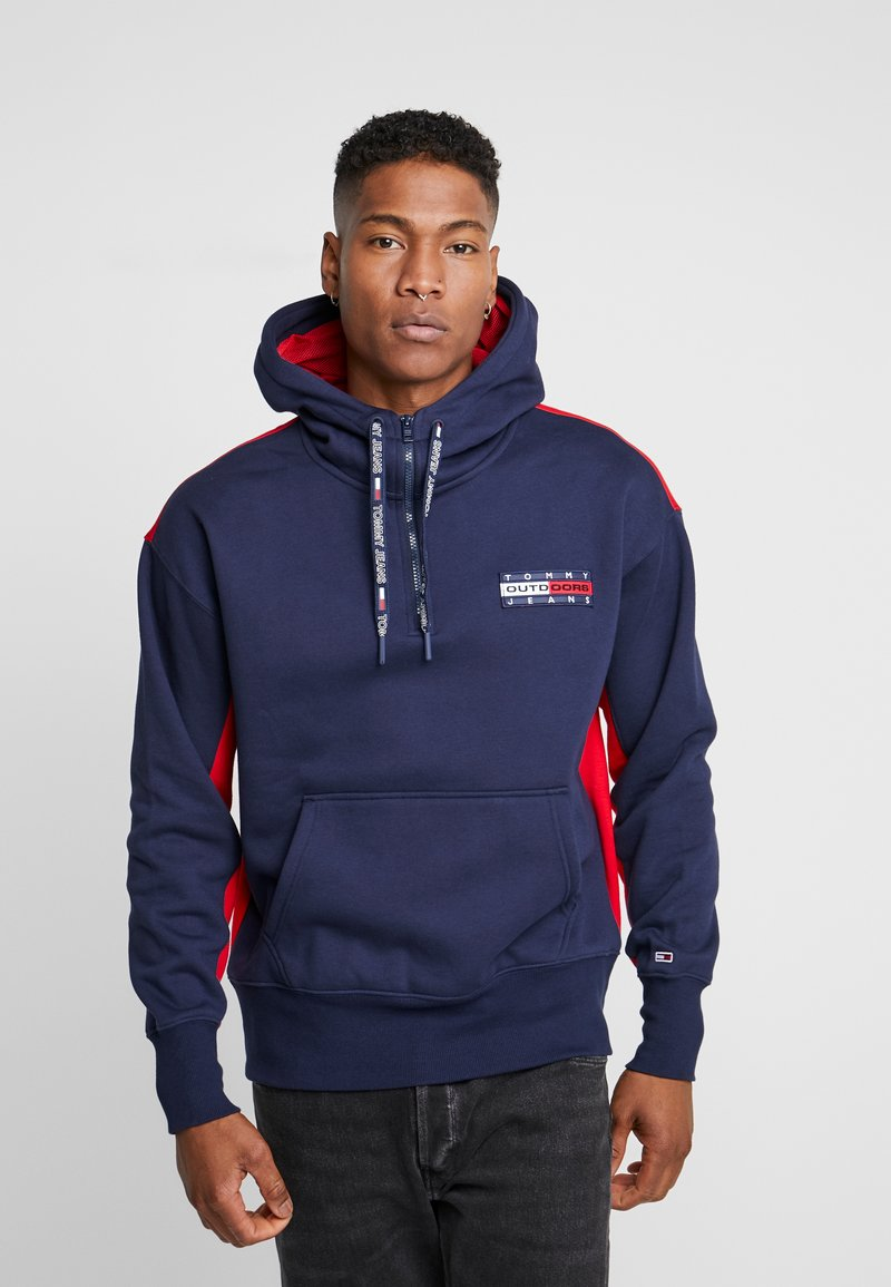 Tommy Jeans - BACK GRAPHIC ZIP HOODIE - Sweat à capuche - black iris/racing red