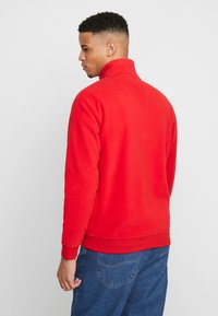 Tommy Jeans - POLAR BADGE MOCK NECK - Sweat polaire - racing red - 2