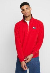 Tommy Jeans - POLAR BADGE MOCK NECK - Sweat polaire - racing red - 0