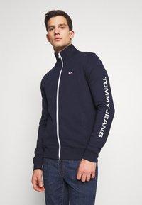 Tommy Jeans - ESSENTIAL TRACK JACKET - Zip-up hoodie - twilight navy - 0