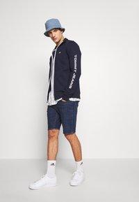 Tommy Jeans - ESSENTIAL TRACK JACKET - Zip-up hoodie - twilight navy - 1