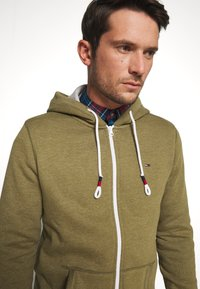 Tommy Jeans - ZIPTHROUGH - veste en sweat zippée - uniform olive - 4