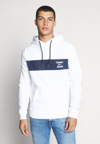 Tommy Jeans - TJM ESSENTIAL GRAPHIC HOODIE - Mikina skapucí - white - 0