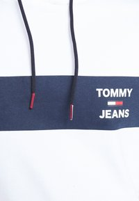 Tommy Jeans - TJM ESSENTIAL GRAPHIC HOODIE - Mikina skapucí - white - 5