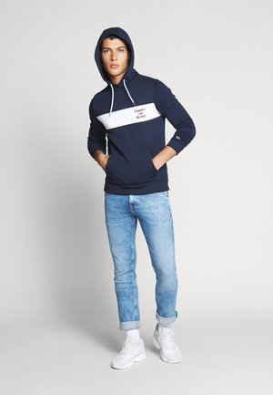 TJM ESSENTIAL GRAPHIC HOODIE - Luvtröja - twilight navy