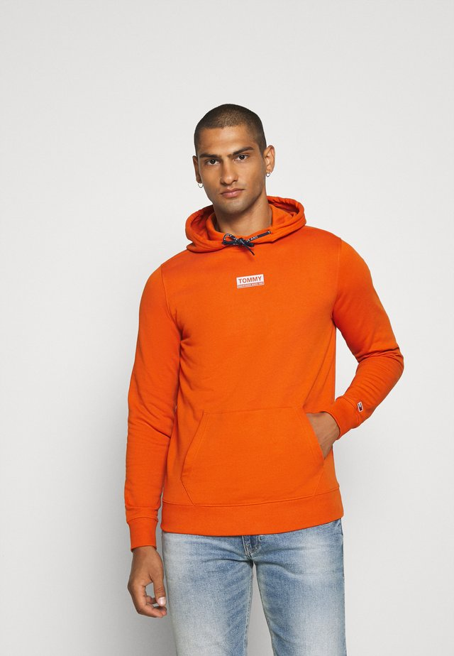 ESSENTIAL GRAPHIC HOODIE - Jersey con capucha - bonfire orange