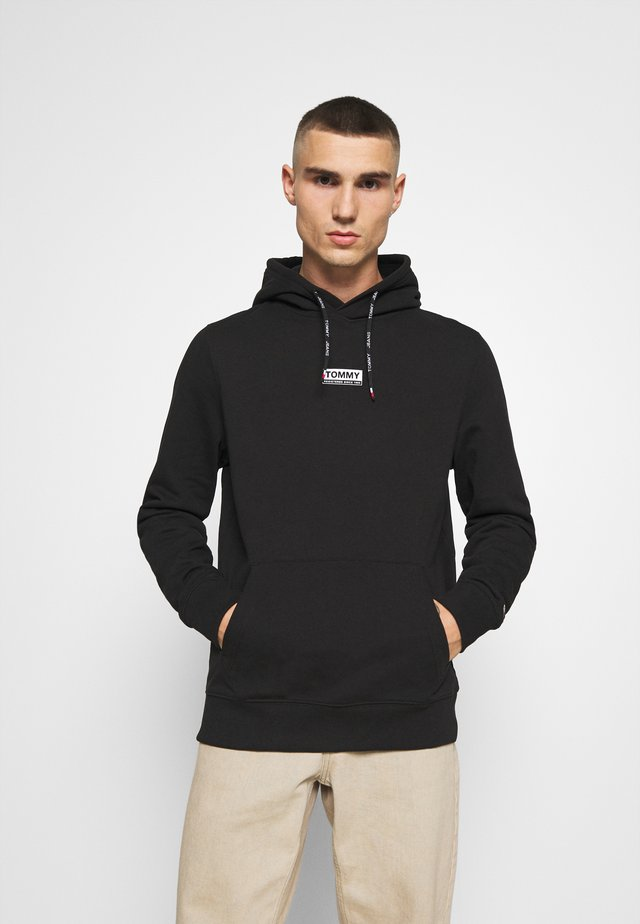 ESSENTIAL GRAPHIC HOODIE - Jersey con capucha - black