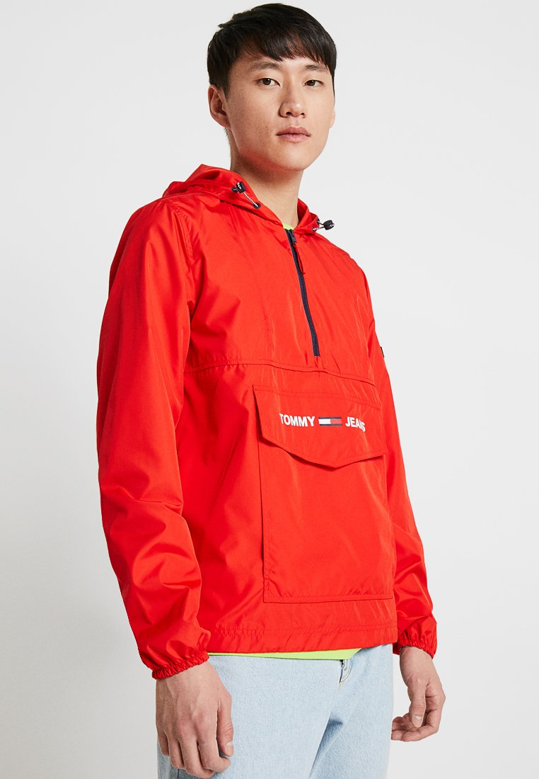 Tommy Jeans - SHELL SOLID POPOVER - Cortaviento - red