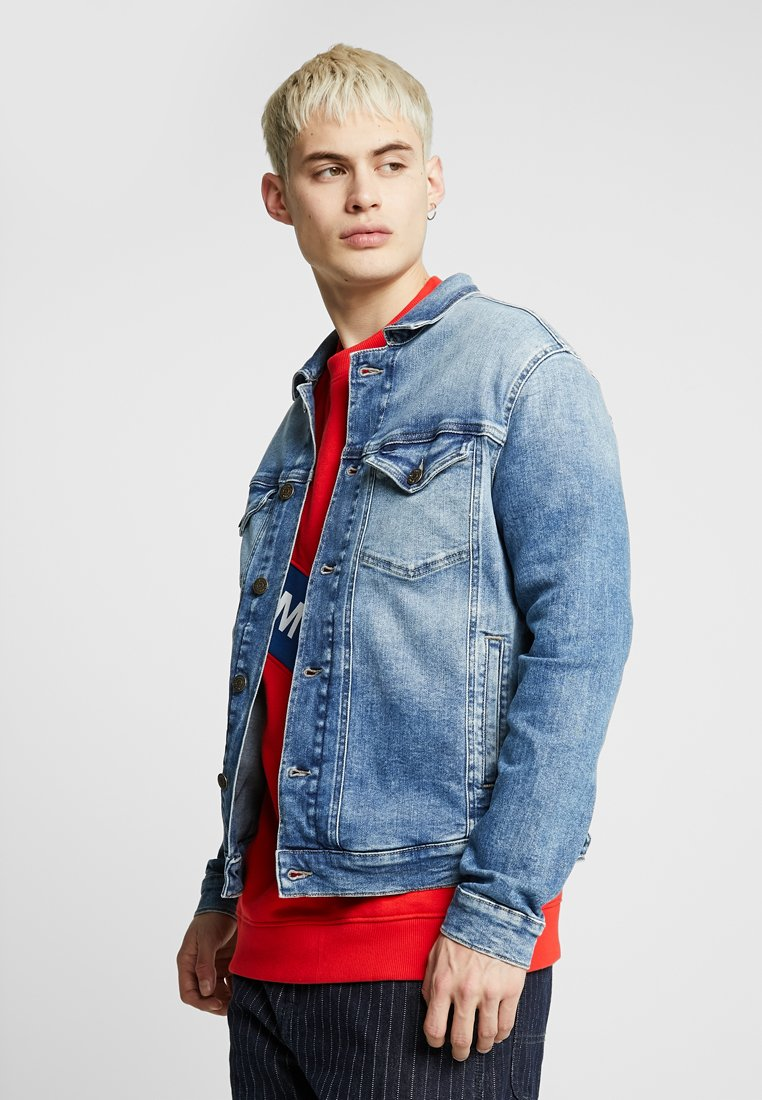 Tommy Jeans - REGULAR TRUCKER JACKET - Jeansjacka - denim