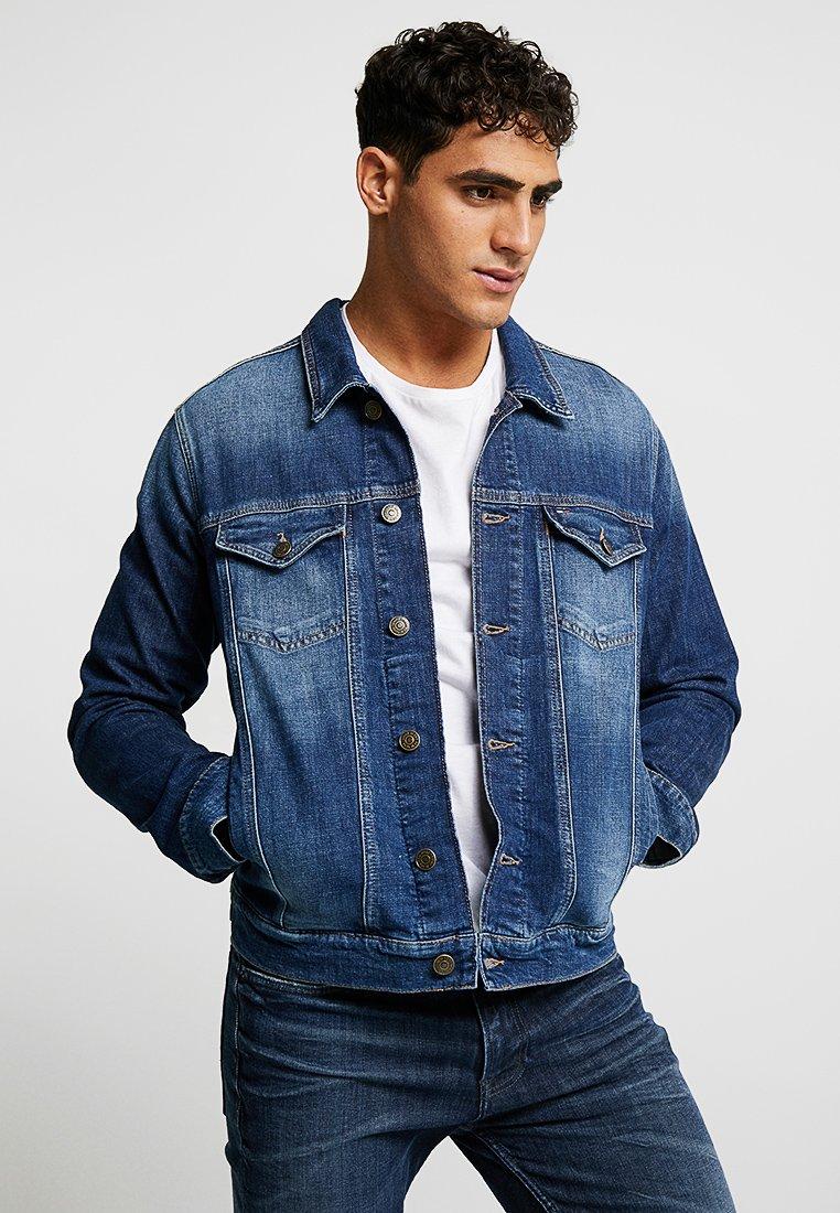 Tommy Jeans - REGULAR TRUCKER JACKET - Giacca di jeans - dark blue denim