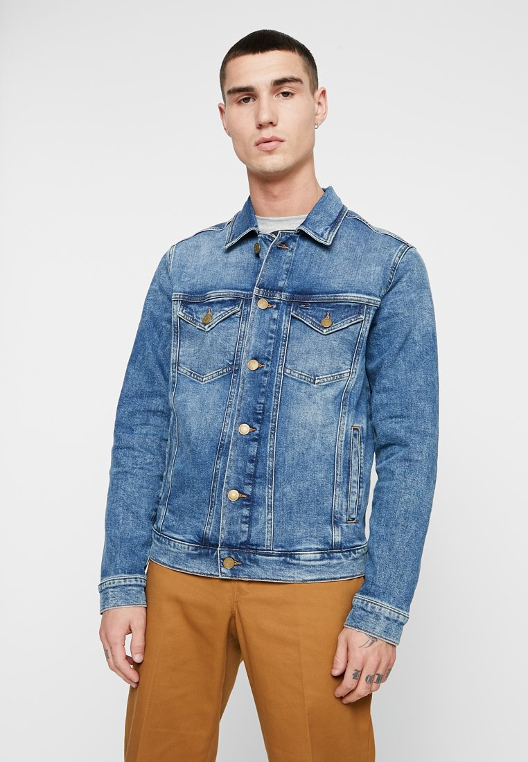 Tommy Jeans - REGULAR TRUCKER - Denim jacket - denim