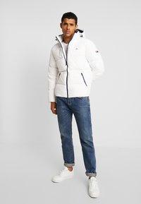 Tommy Jeans - ESSENTIAL JACKET - Gewatteerde jas - classic white - 1