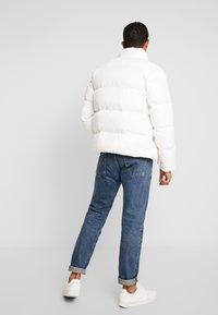 Tommy Jeans - ESSENTIAL JACKET - Gewatteerde jas - classic white - 3