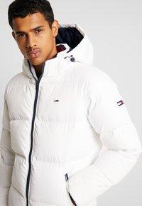 Tommy Jeans - ESSENTIAL JACKET - Gewatteerde jas - classic white - 5