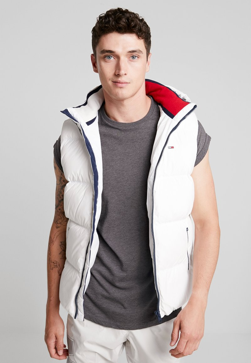 Tommy Jeans - ESSENTIAL GILET - Waistcoat - classic white