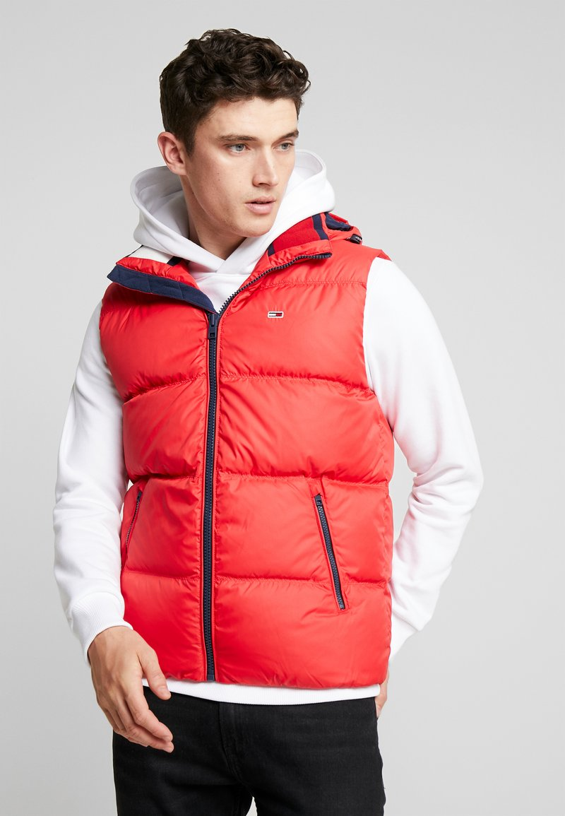 Tommy Jeans - ESSENTIAL GILET - Waistcoat - racing red