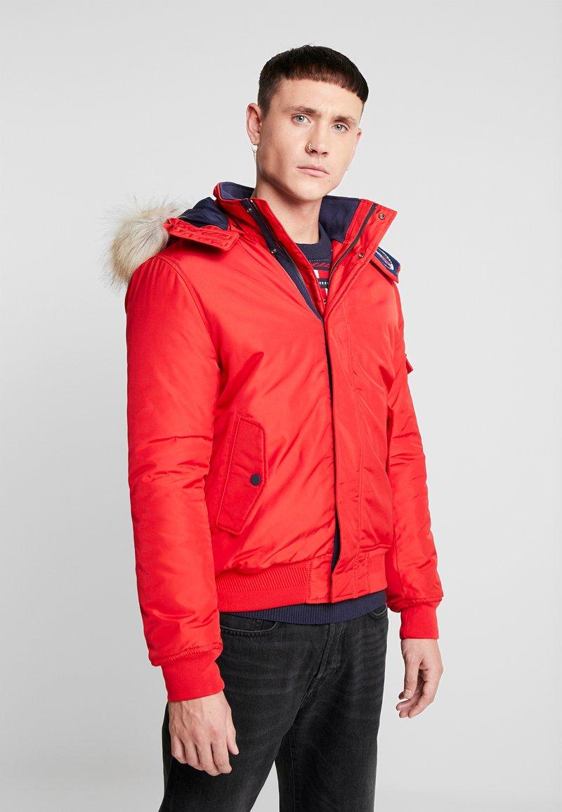 Tommy Jeans - TECH JACKET - Winterjacke - racing red