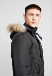 Tommy Jeans - TECH JACKET - Chaqueta de invierno - black - 7