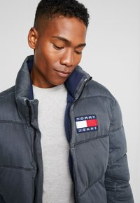 Tommy Jeans - WASHED PADDED JACKET - Winterjas - tommy black - 4