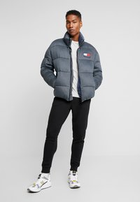 Tommy Jeans - WASHED PADDED JACKET - Winterjas - tommy black - 1