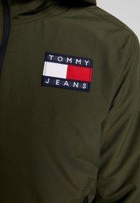 Tommy Jeans - JACKET - Lehká bunda - forest night - 4