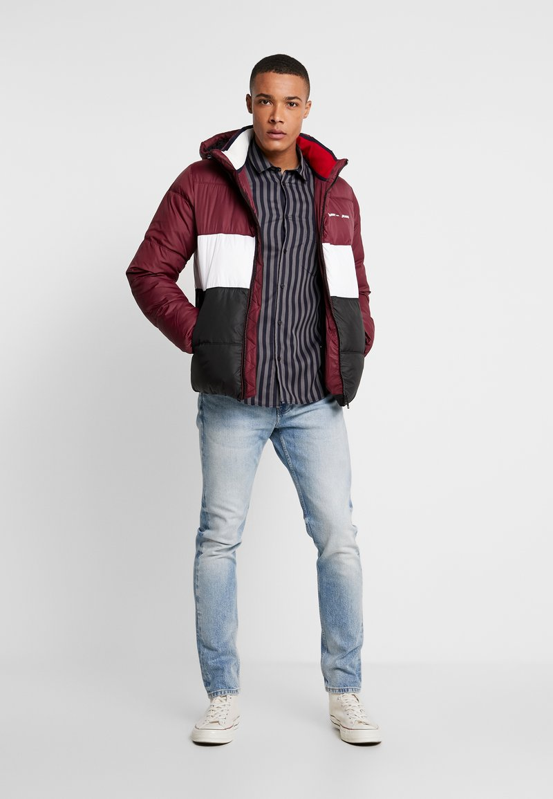 Tommy Jeans - COLORBLOCK - Giacca invernale - burgundy