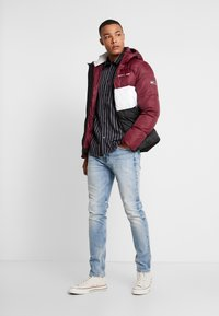 Tommy Jeans - COLORBLOCK - Giacca invernale - burgundy - 1