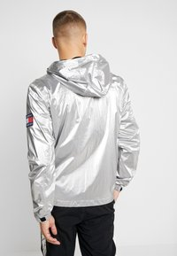 Tommy Jeans - JACKET  - Windbreakers - metallic - 2