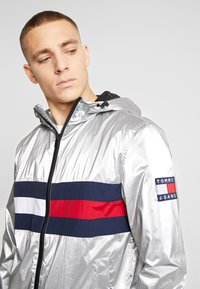 Tommy Jeans - JACKET  - Windbreakers - metallic - 5