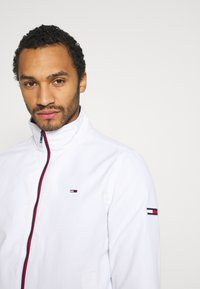 Tommy Jeans - ESSENTIAL JACKET - Summer jacket - white - 3