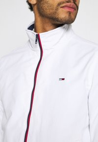 Tommy Jeans - ESSENTIAL JACKET - Summer jacket - white - 5