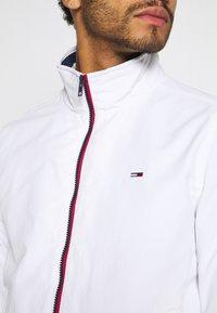 Tommy Jeans - ESSENTIAL JACKET - Veste légère - white - 5