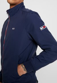 Tommy Jeans - ESSENTIAL JACKET - Summer jacket - dark blue - 5