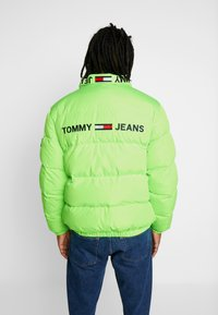 Tommy Jeans - REVERSIBLE JACKET - Zimní bunda - black iris - 2