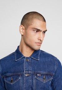 Tommy Jeans - REGULAR JACKET - Kurtka jeansowa - alan mid blue rig - 3