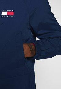 Tommy Jeans - TJM CONTRAST ZIP POPOVER - Summer jacket - twilight navy - 5