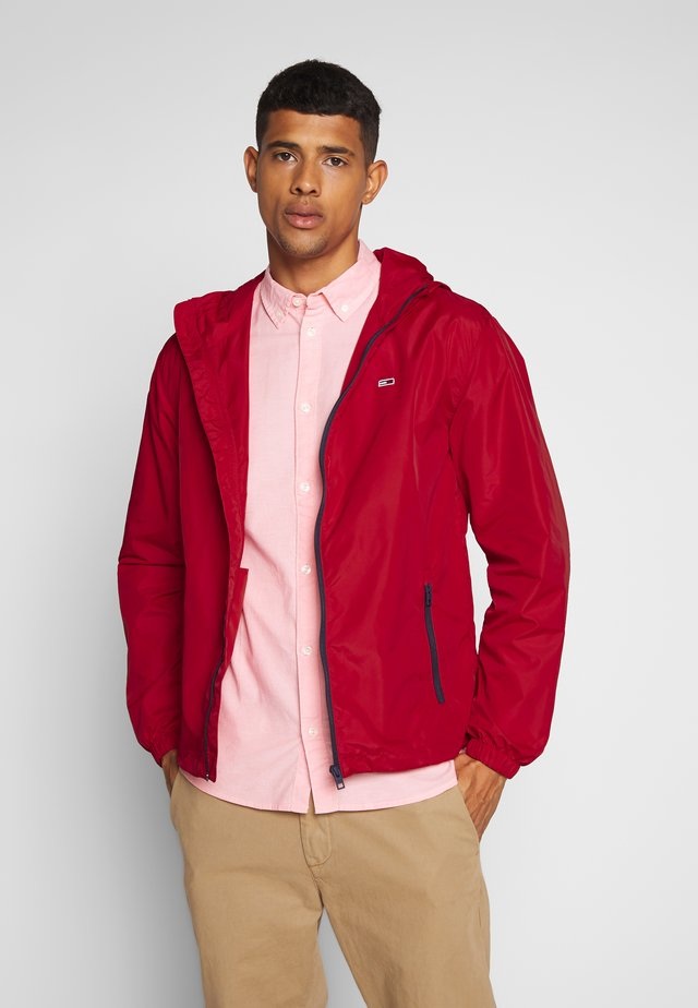 PACKABLE - Windbreaker - deep crimson